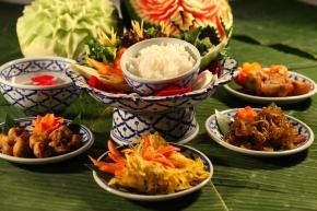 """Khao Chae อิ่มอร่อยคลายร้อนกับ """"ข้าวแช่"""""""